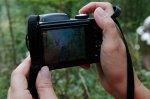 aparat fotograficzny w dłoniach